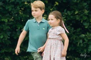 Какие уже взрослые: герцогиня Кембриджская с тремя детьми проводит каникулы в Норфолке
