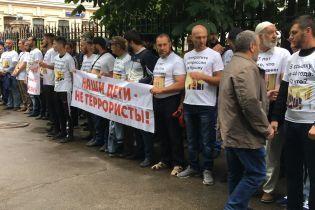 В Москве задержали полсотни человек, которые пришли поддержать незаконно осужденных крымских татар