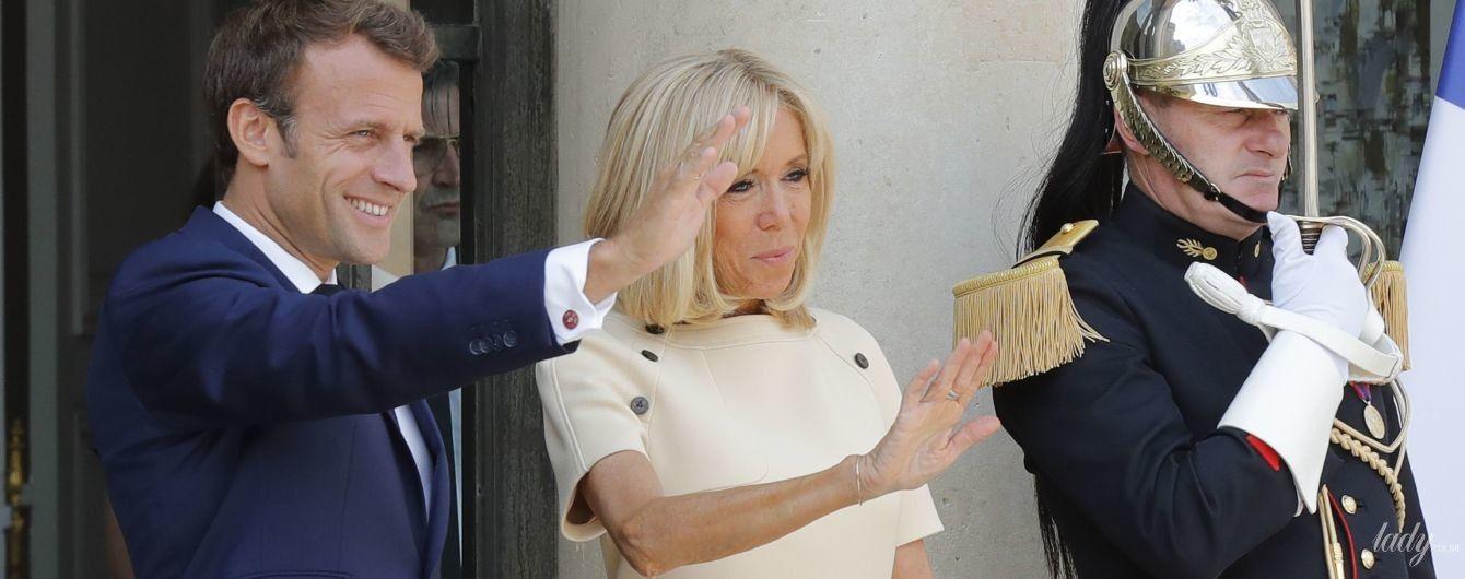 У кремовій мінісукні і на шпильках: Бріжит Макрон на зустрічі з президентським подружжям Еквадору
