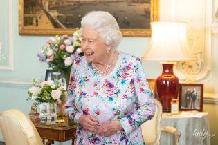 Неожиданно: королева Елизавета II повторила образ, в котором недавно появлялась на приеме