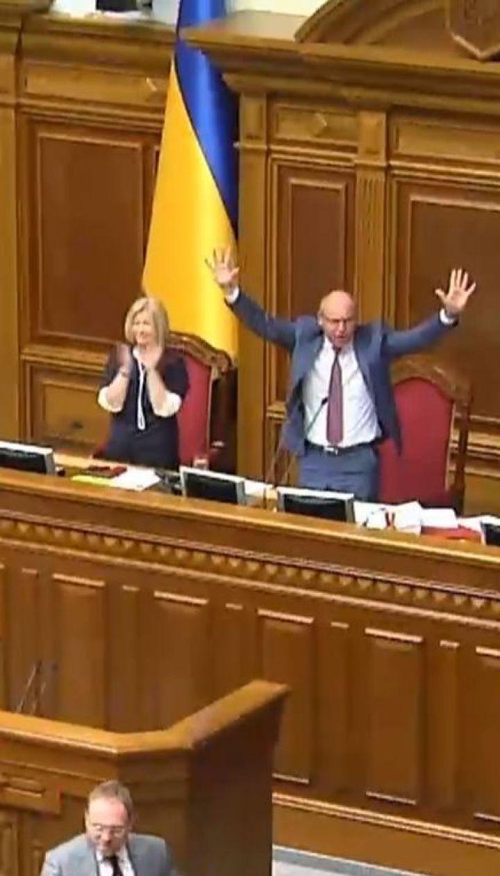 За день до роспуска парламента депутаты таки приняли Избирательный кодекс с открытыми списками