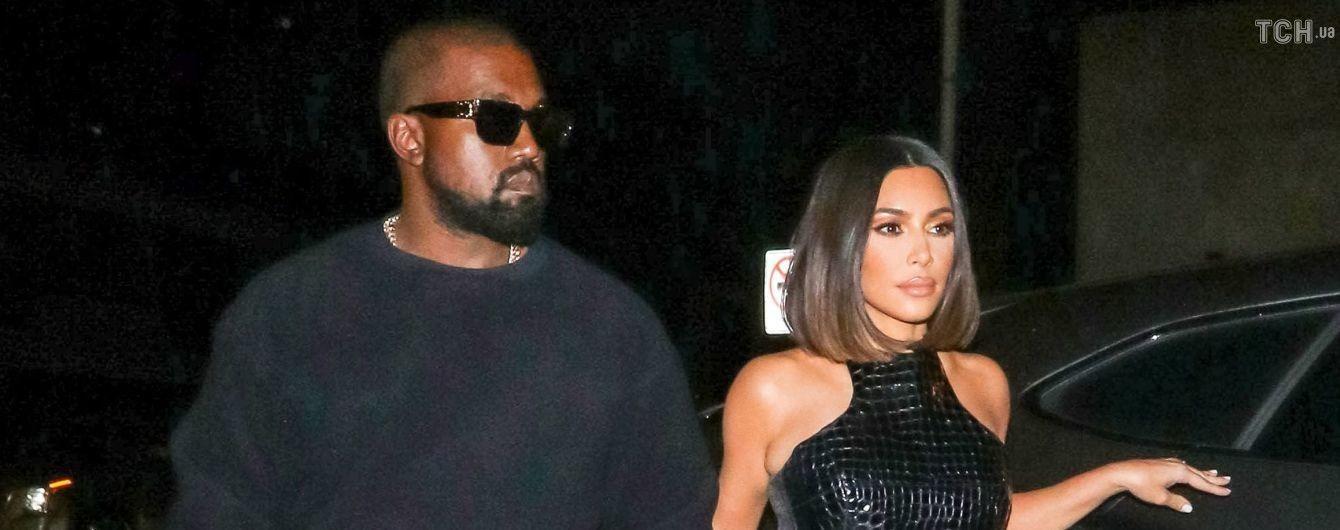 Соблазнительная Ким Кардашян подчеркнула формы обтягивающим кожаным нарядом