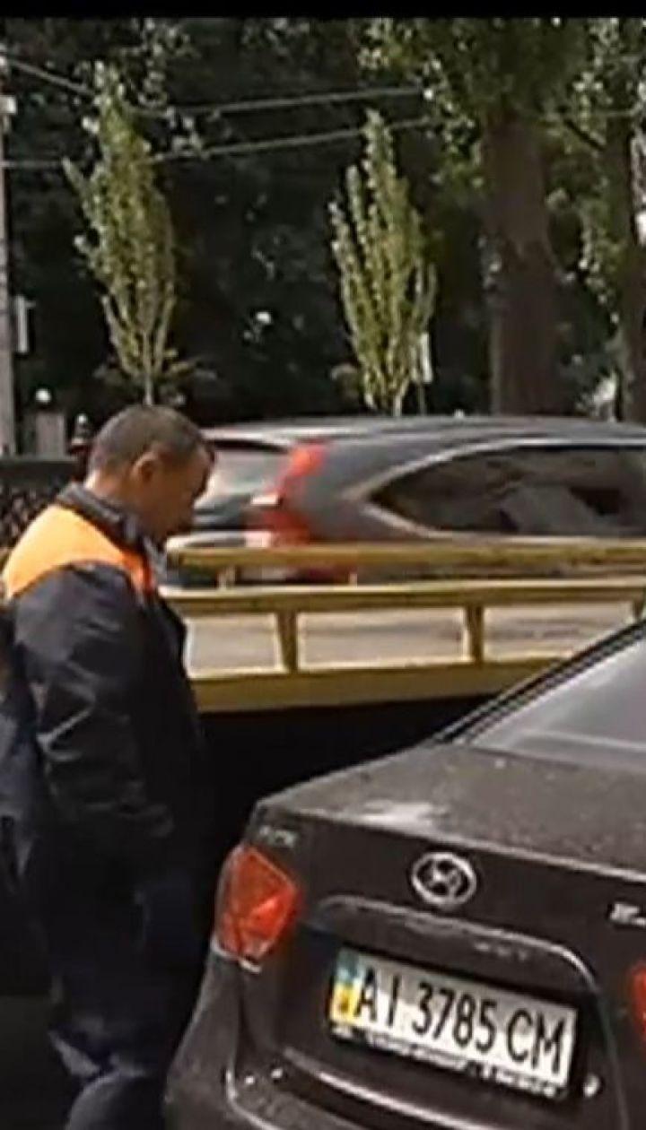 У столиці розпочали евакуацію машин, припаркованих у недозволеному місці