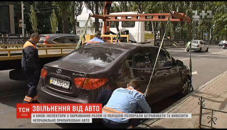 В столице начали эвакуацию машин, припаркованных в неположенном месте