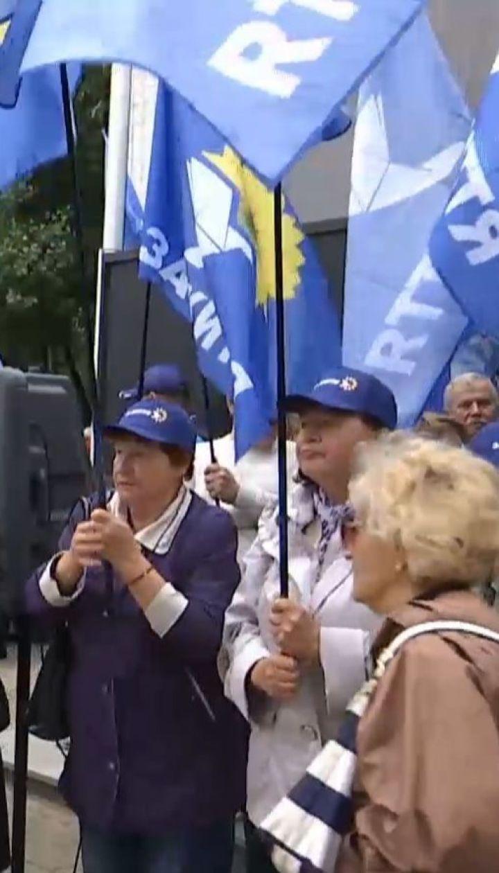 Под офисом Newson проплаченные активисты требовали восстановления телемоста с Россией