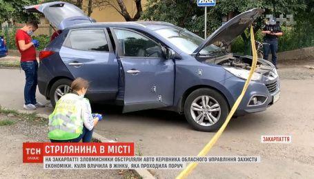 Во время обстрела авто чиновника на Закарпатье пострадала прохожая