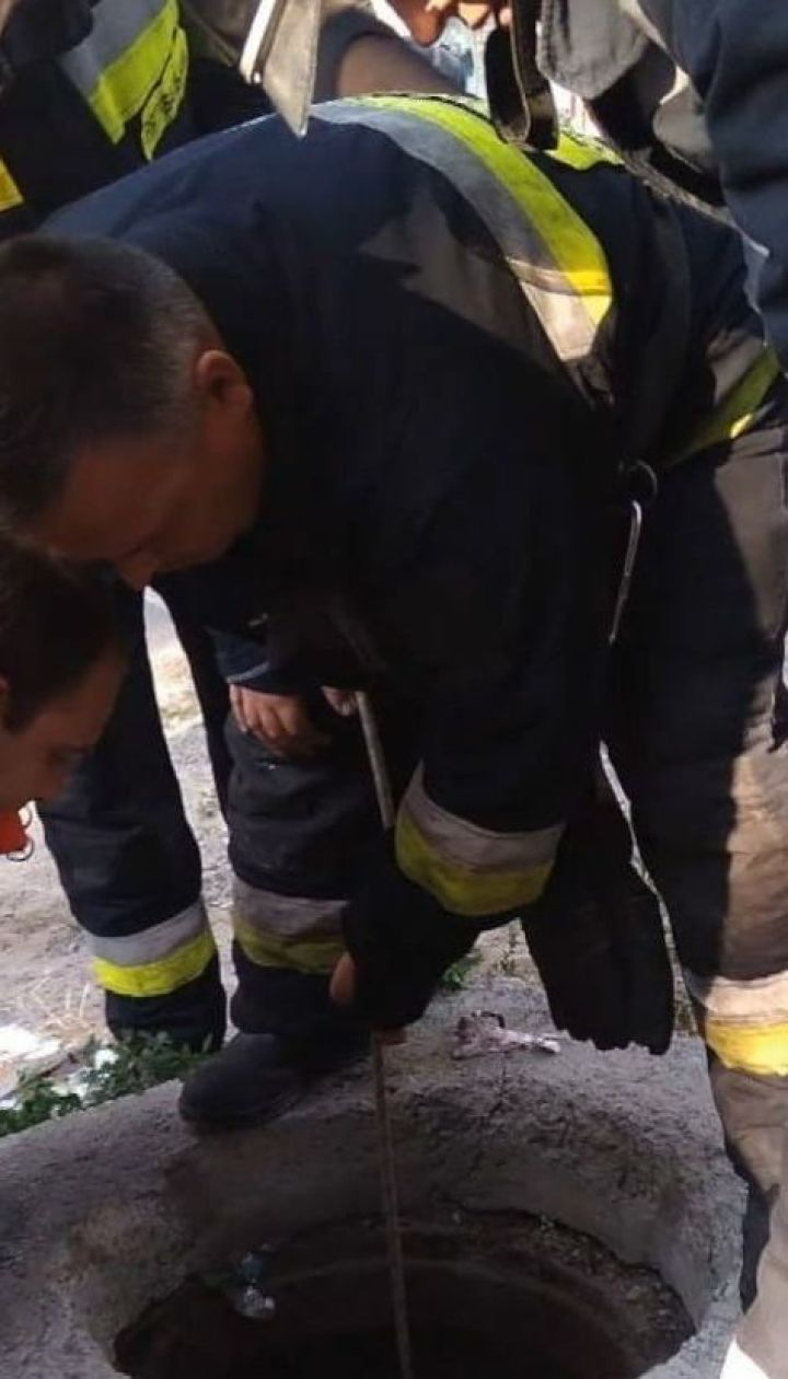 У Дніпрі 6-річний хлопчик провалився у відкритий люк на очах у родичів