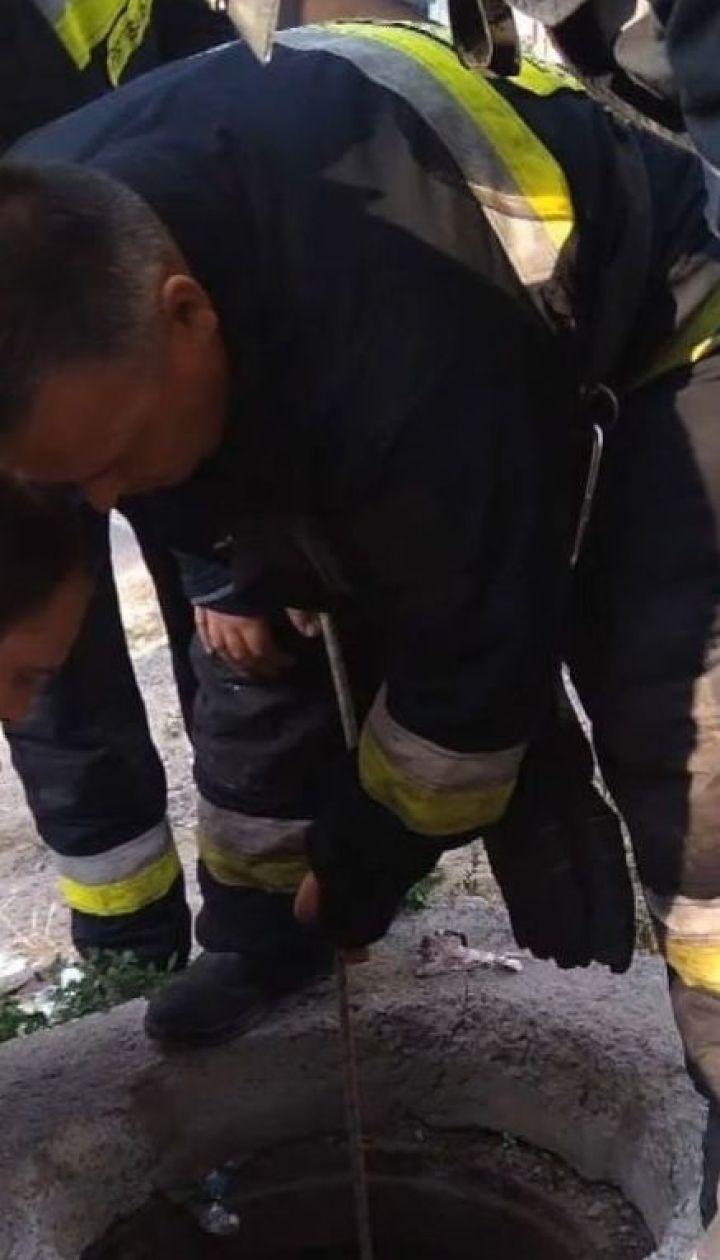 В Днепре 6-летний мальчик провалился в открытый люк на глазах у родственников