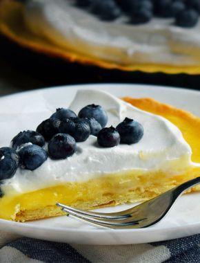 Лимонний тарт з меренгою і лохиною