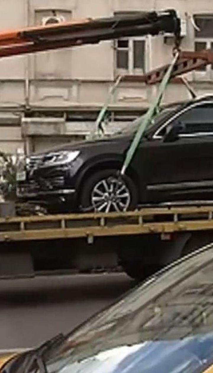 В столице инспекторы по парковке начали эвакуацию автомобилей-нарушителей
