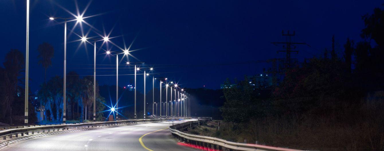 Важные трассы Украины оборудуют фонарями на солнечных батареях