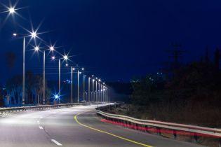 Важливі траси України обладнують ліхтарями на сонячних батареях