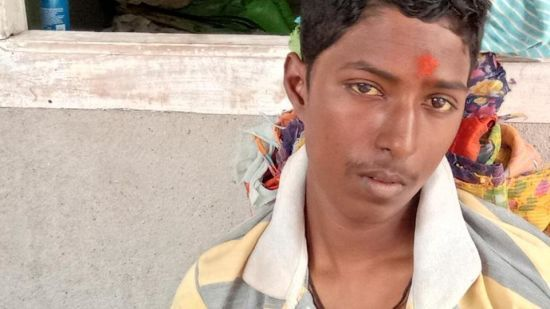"""В Індії матір врятувала """"померлого"""" сина від кремації, помітивши сльози на його очах"""