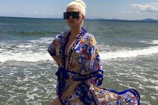Фигуристая Екатерина Бужинская похвасталась пышными формами в купальнике