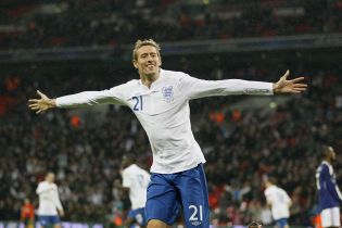 Один из самых высоких английских футболистов объявил о завершении карьеры