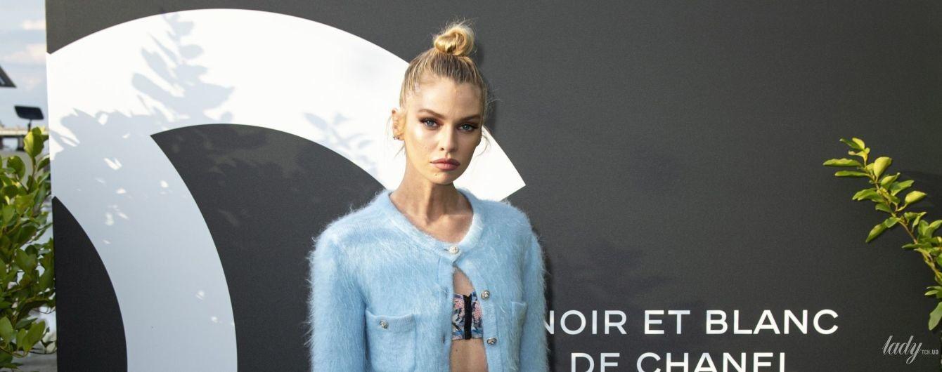 """В пестром костюме и теплой кофте: """"ангел"""" Victoria's Secret Стелла Максвелл на бьюти-презентации"""