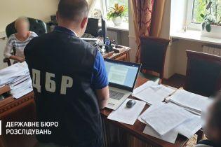 Правоохранители одновременно проводят обыски в двух аэропортах и на запорожской таможне