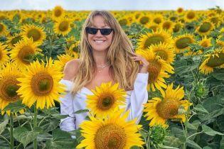 В блузці з оголеними плечима і в соняшниках: Леся Нікітюк поділилася яскравим знімком