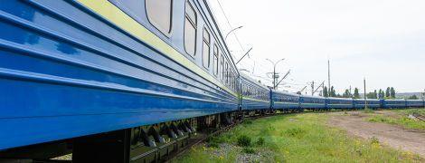 Як дістатися і де купити квитки на поїзд зі східної України до моря