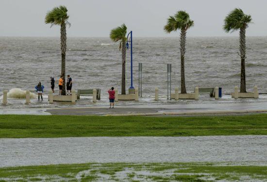"""У США в одному з штатів оголошено надзвичайний стан: насувається потужний шторм """"Баррі"""""""