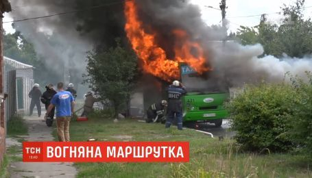 Маршрутка с пассажирами загорелась на ходу в Харькове