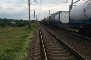 В Николаевской области грузовой поезд сбил 3-летнего мальчика и сильно травмировал ему голову