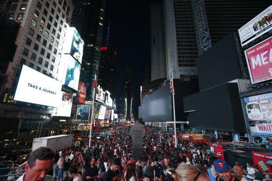 Паралізоване метро та десятки тисяч людей без світла. У Нью-Йорку стався масштабний блекаут