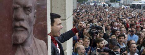Близько тисячі людей протестують у Москві – вимагають допустити до міських виборів незалежних кандидатів