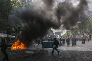 День взятия Бастилии: в Париже произошли столкновения между полицией и демонстрантами