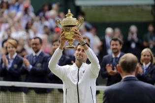 Джокович в 5-часовой битве одолел Федерера и выиграл Wimbledon