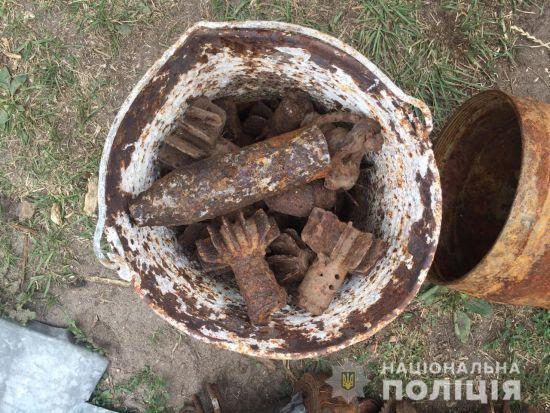 На Рівненщині правоохоронці вилучили понад тисячу вибуховихпредметів на подвір'ї, де загинуло двоє дітей