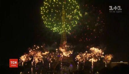 День взятия Бастилии во Франции прошел с военным парадом и слезоточивым газом