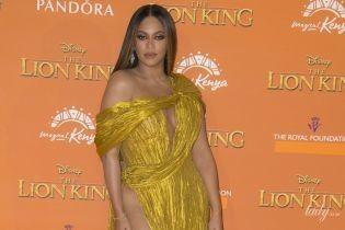 """Це сміливо: Бейонсе одягла занадто відверту сукню на лондонську прем'єру фільму """"Король Лев"""""""