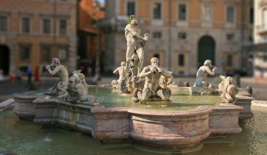 У Римі оштрафували туриста на 550 євро за збір монет у фонтані