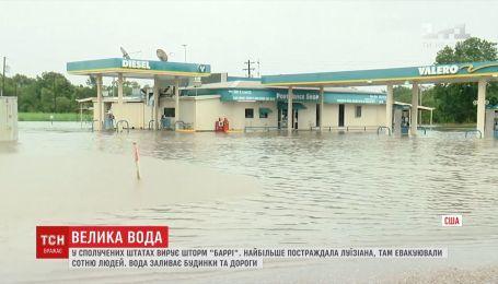 """Затопленные дома и реки вместо дорог образовались вследствие шторма """"Барри"""" в США"""