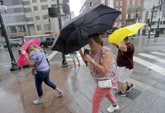 Град, грози та шквали: погода на понеділок