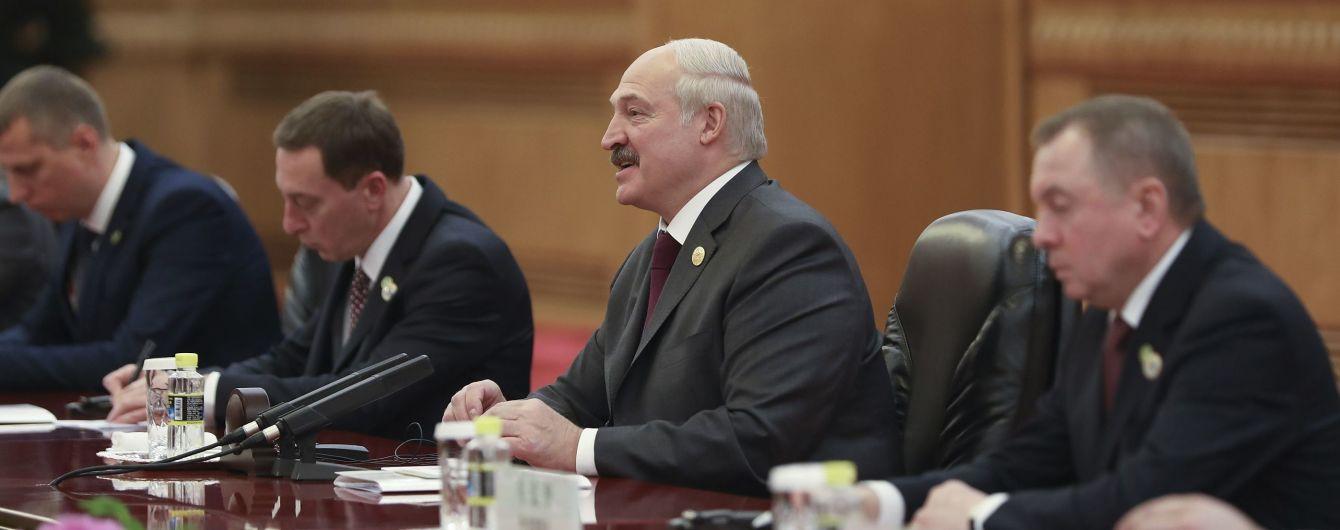 """""""Порошенко обіцяв – нічого не зробив"""": Лукашенко розповів, як намагався домовитись про обмін білоруського шпигуна на Шаройка"""