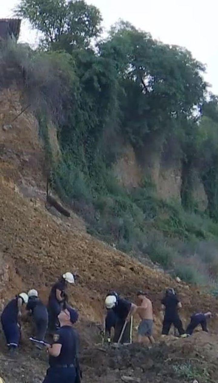 На одесском пляже, где произошел оползень, спасатели не нашли пострадавших