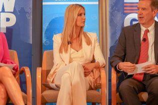 В молочном костюме и на шпильках: новый деловой аутфит Иванки Трамп