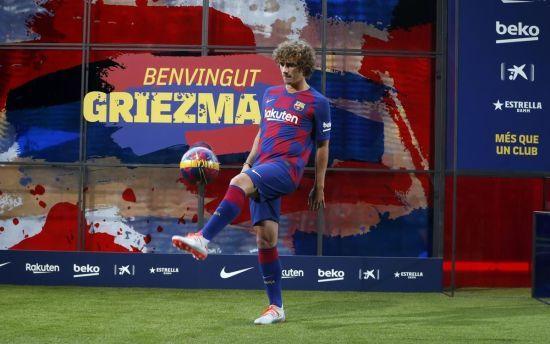 """Футболісти """"Барселони"""" познущалися над Грізманном на його першому тренуванні"""