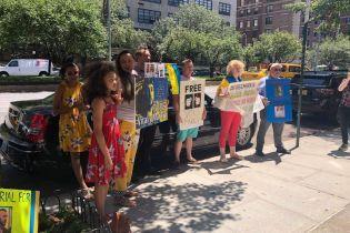 Украинцы пикетируют консульство Италии в Нью-Йорке из-за заключения Маркива