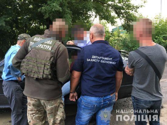 """На Вінниччині затримали начальника митного посту. На розмитненні транспорту він """"заробив"""" 300 тис. грн"""