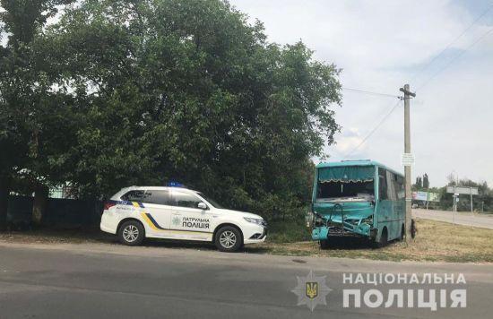 На Херсонщині рейсовий автобус врізався у вантажівку: 5 постраждалих