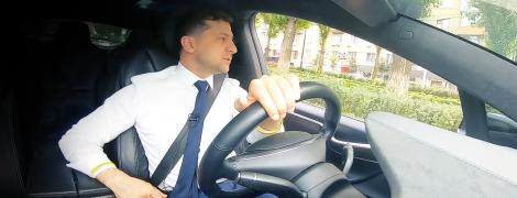 Зеленский проехался по Киеву за рулем Tesla и записал новое видео