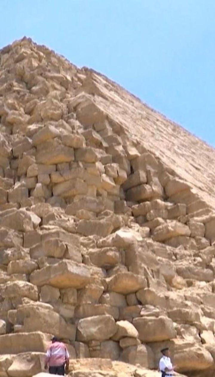 Под Каиром ученые открыли для туристов восстановленную Ломаную пирамиду