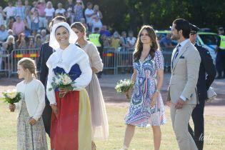 Какой милый образ: принцесса София в легком летнем платье и в компании мужа пришла на торжественный концерт