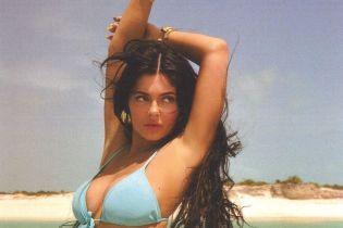 Сексапильная Кайли Дженнер в бикини устроила горячую фотосессию на яхте