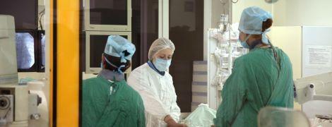 На Тернопільщині пенсіонерка замість ліків вколола собі отруту від жуків