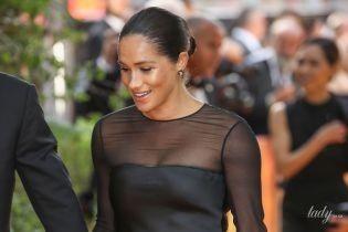 Одягла сукню не за розміром: герцогиня Сассекська натерла собі шию вечірнім вбранням