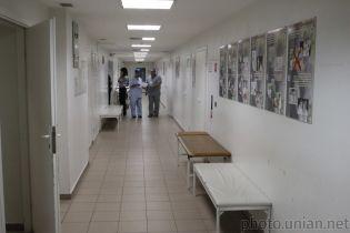 Лікарі масово тікають із Закарпаття працювати за кордоном через низькі зарплати